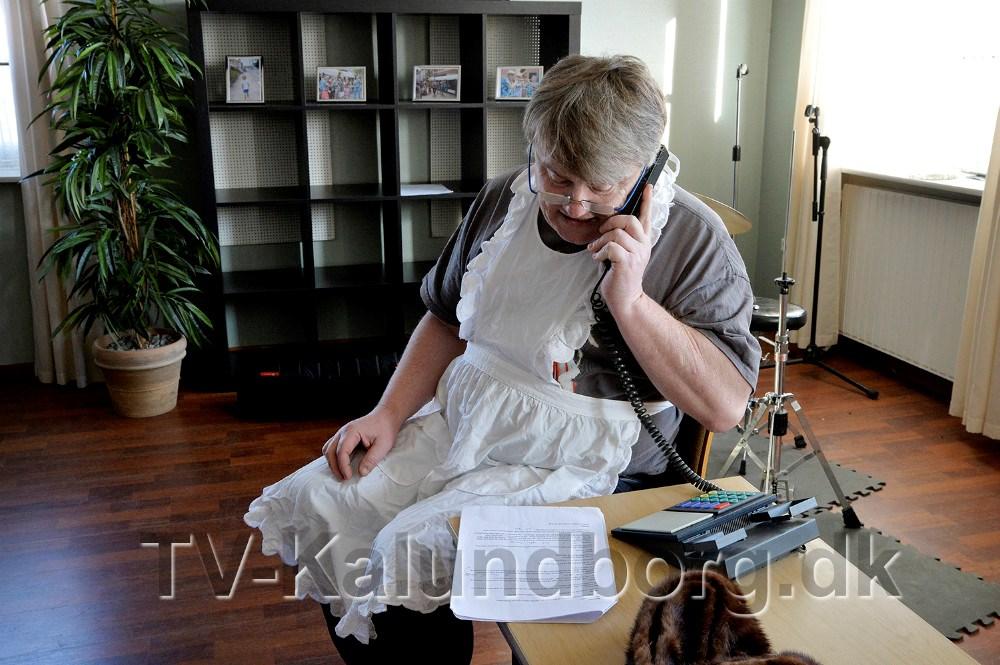 ´Bananen´ ser sit snit til at ringe til sagsbehandleren. Foto Jens Nielsen