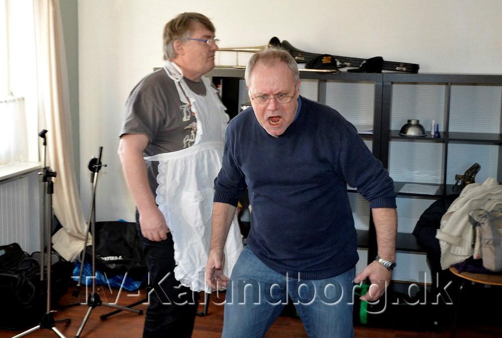 Instruktør Steen Langtved viser hvordan en rocker opfører sig. Foto Jens Nielsen
