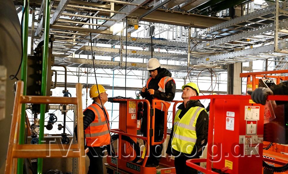 Multi-Tech elektrikere igang med arbejdet på Avista Oil. Foto: Jens Nielsen