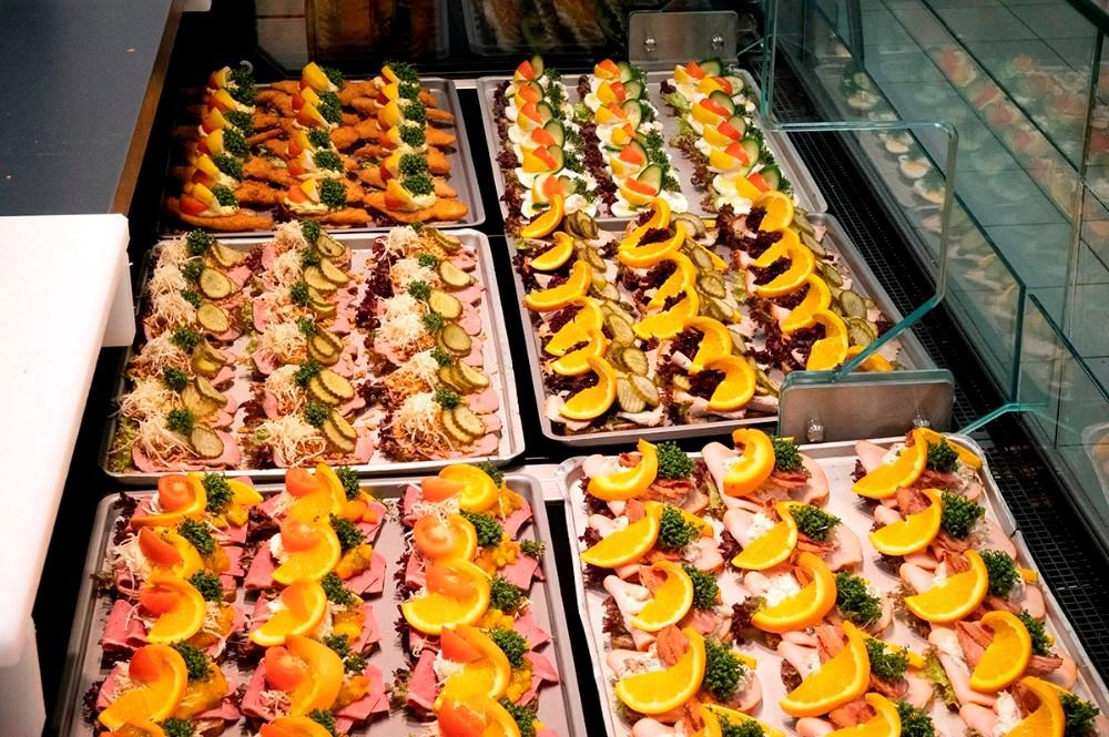 Hver torsdag sælges der mange hundrede stykker smørrebrød fra SuperBrugsen i Gørlev. Foto: Jens Nielsen