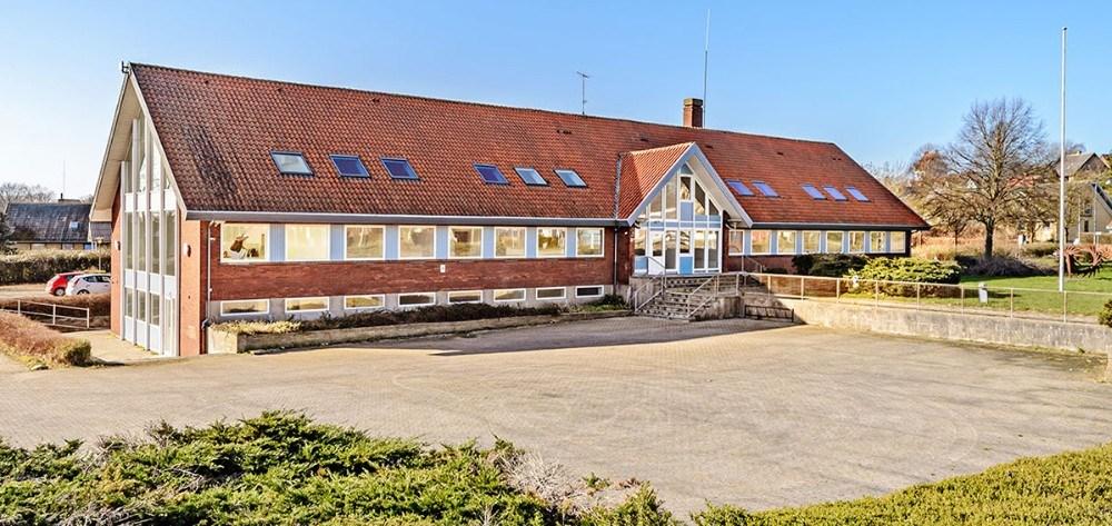 Det tidligere rådhus for Hvidebæk Kommune er nu omdannet til 20 lejligheder. Foto: Ole Agerbæk