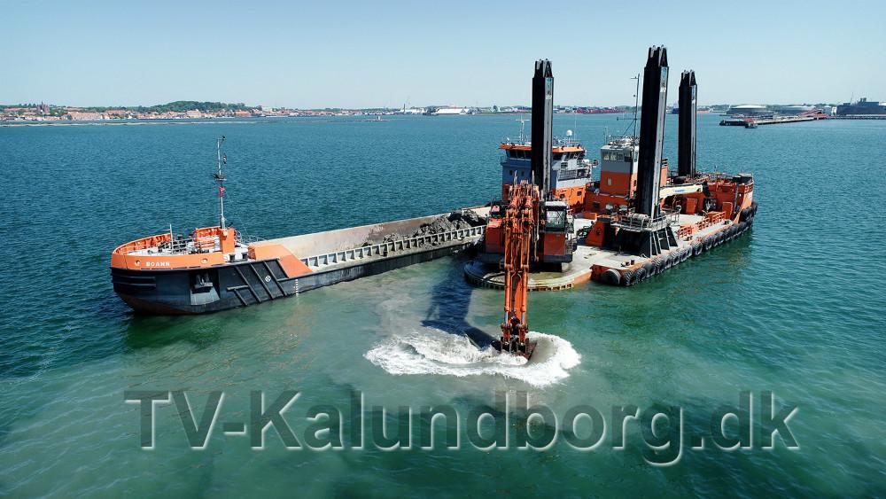 Uddybnings arbejdet forløber planmæssigt. Foto: www.Multidroner.dk