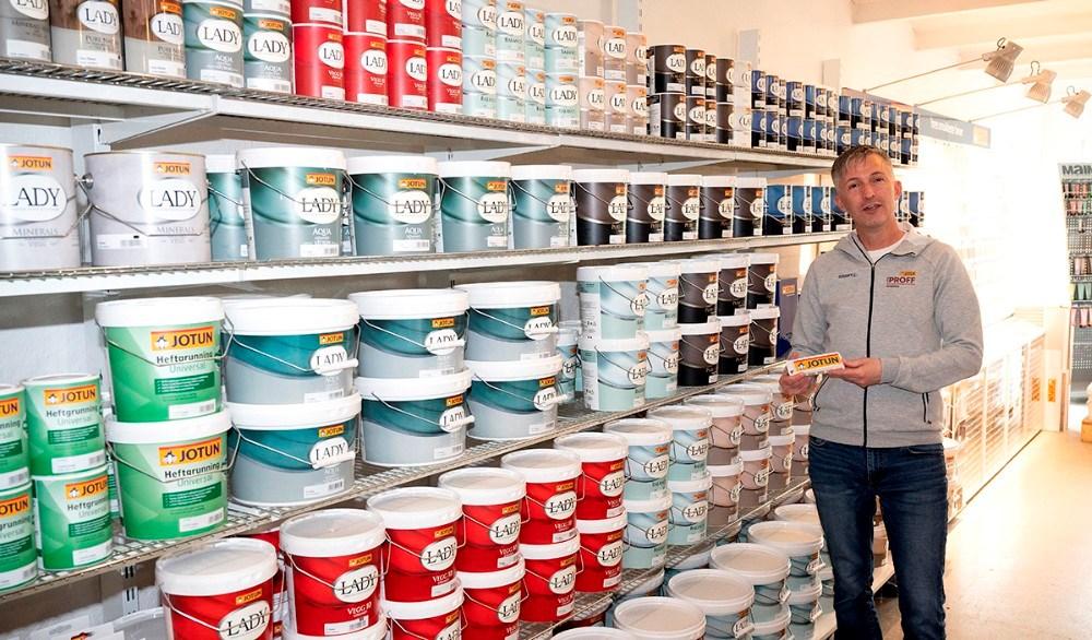 Nu er der Jotun maling på hylderne hos ProPainting. Foto: Jens Nielsen