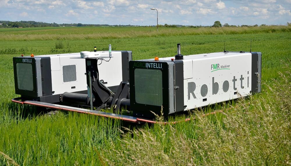 Robotten som kan trække flere forskellige redskaber i marken. Foto: Jens Nielsen