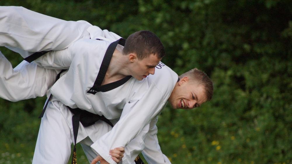 Andreas Nielsen og Andreas Rasmussen har begge netop bestået til nyt sort bælte.