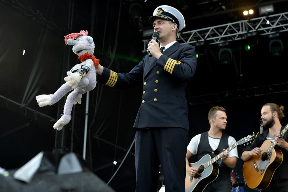 Kaptajnen sagde tak for lån af Harry. Foto: Jens Nielsen