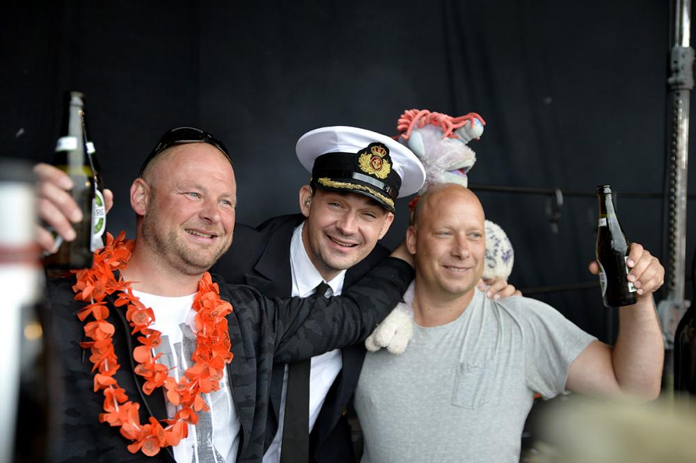 Fra venstre, Anders Troest, Kaptajnen ogUlrik Pelkonen Andersen sammen med Harry. Foto: Jens NIelsen