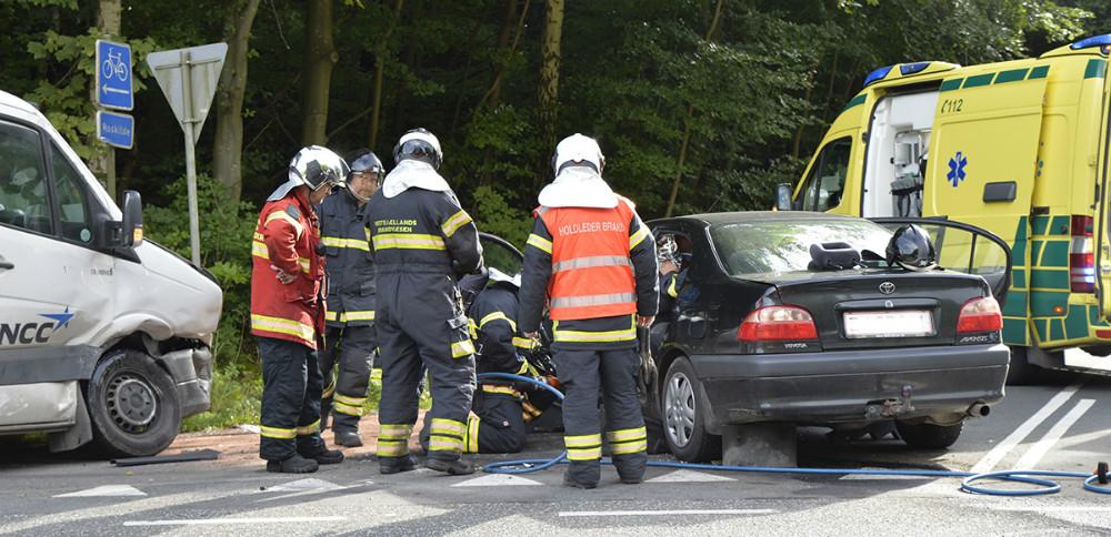 Færdselsuheld i krydset Skovvejen-Bjergsted Byvej, torsdag eftermiddag. Foto: Jens Nielsen