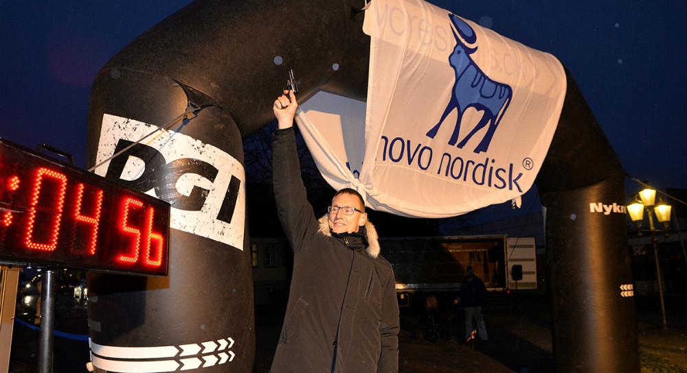 Michael Hallgren, produktionsdirektør for Novo Nordisk i Kalundborg, skød løbet i gang. Foto: Jens Nielsen