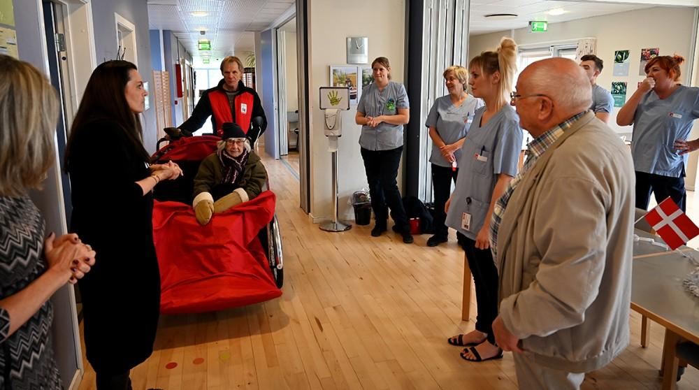 Personalet tog imod og ønskedetillykke. Foto: Jens Nielsen