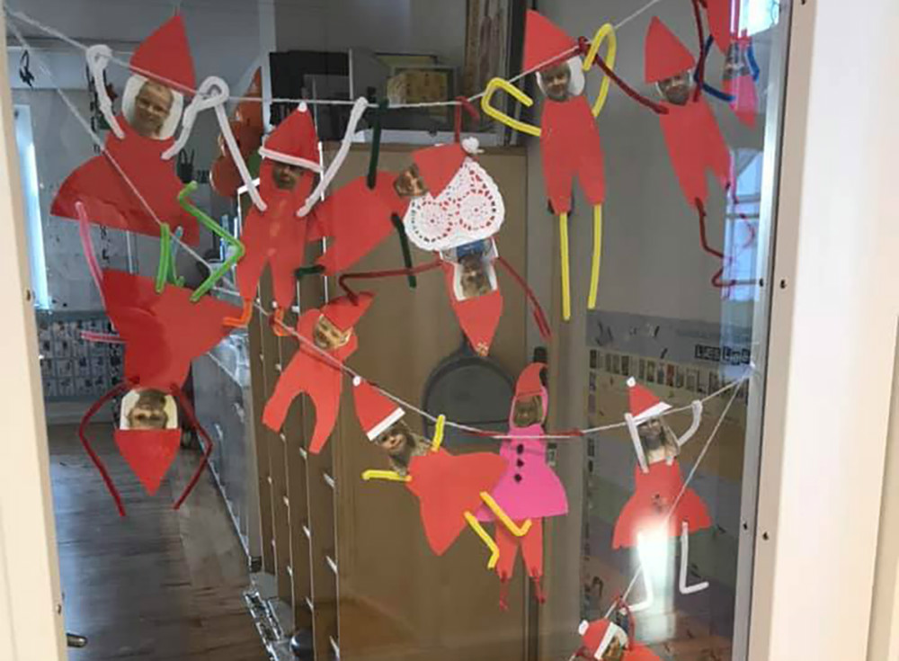 Konkurrence om den smukkeste dekorerede jule-dør.