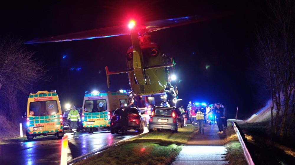 En mand blev onsdag aften dræbt i et voldsomt færdselsuheld på Høng Landevej ved Høng. Foto: Rene Lind
