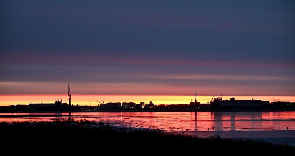 Solen var på vej op da vinterbaderne gik i vandet på Gisseløre. Foto: Jens Nielsen