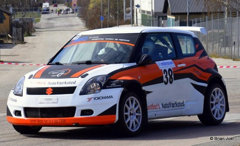Claus Lanther-Mogens Gotlob kørte deresSuzuki Swift Maxi 16 ind på en flot 2. plads. Foto: Brian Juel
