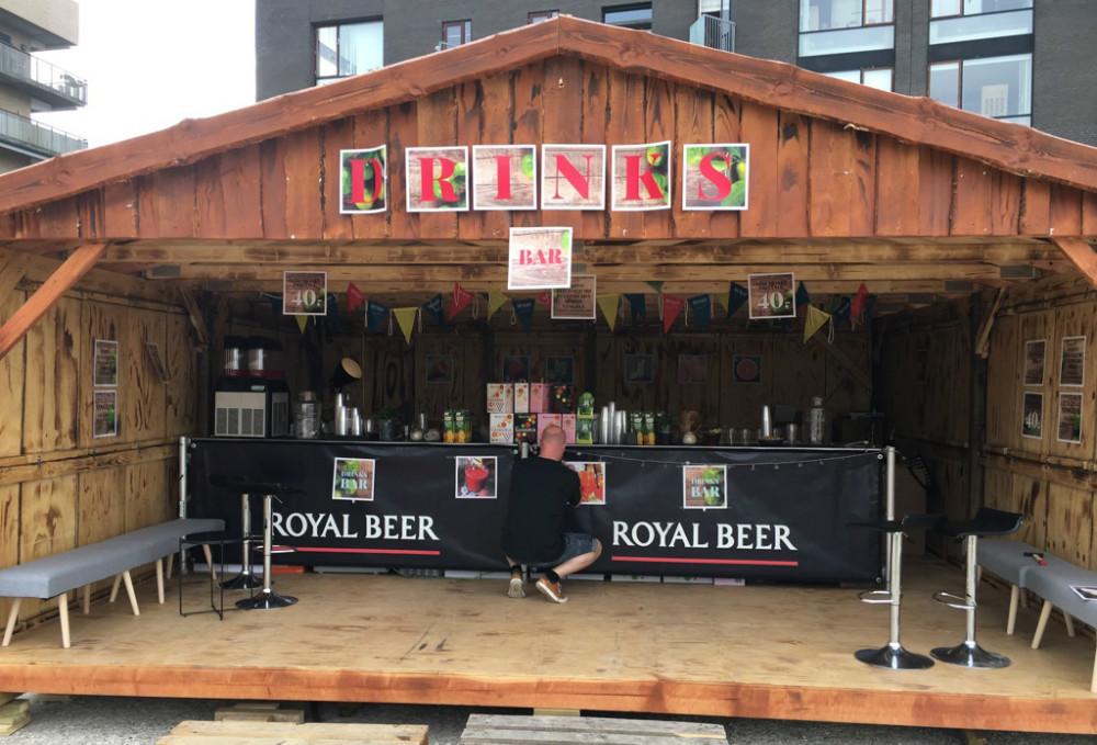 Denne flotte træhytte bliver sat op i havneparken, herfra skal KGB sælge drikkevarer under hele VM i fodbold og til film og rockaftenen