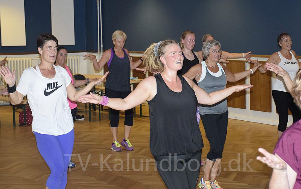 Trine Grue Werth og Nadja Werth stod i dag for Zumba event på Postgaarden i Kalundborg. Foto: Gitte Korsgaard.