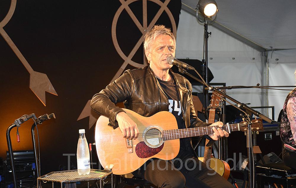 Michael Falch på scenen på Terminalen lørdag aften. Foto: Gitte Korsgaard.