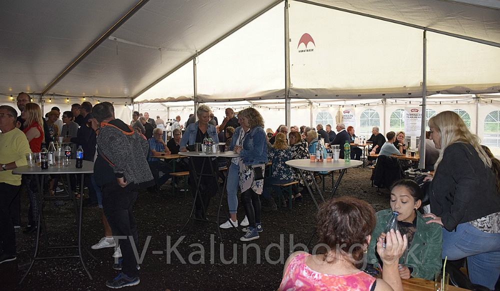 Der var dømt god stemning i teltet på Terminalen lørdag aften. Foto: Gitte Korsgaard.