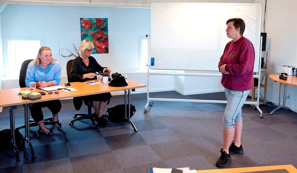 Fra mødet på Dyrehøj Vingård, fra venstre, Helle Laursen Petersen, Anita Winther og vinbonde Betina Newberry. Foto: Jens Nielsen