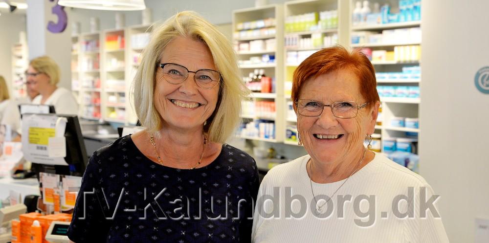 ApotekerAnnette Brasen (th) sammen med 50-års jubilar Ruth Sørensen. Foto: Jens Nielsen