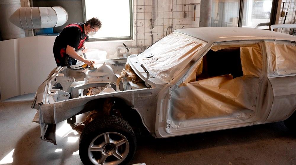 KE Laksupport har mange ældre biler som skal males. Foto: Jens Nielsen