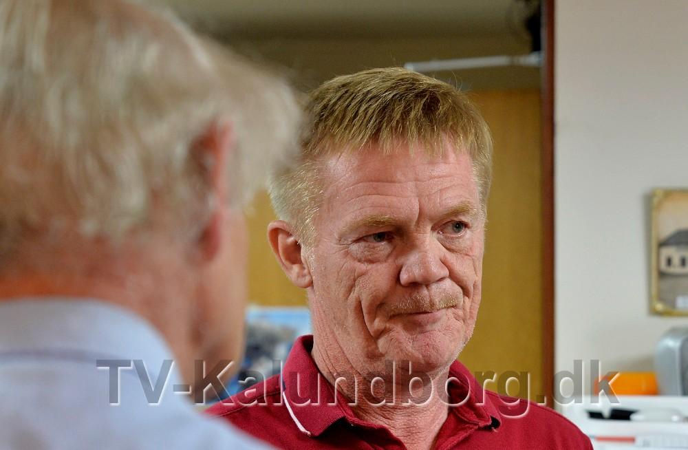 Kim Flemming Kjær  var forbi hos Spildopmagerne for at sige tak. Foto: Jens Nielsen