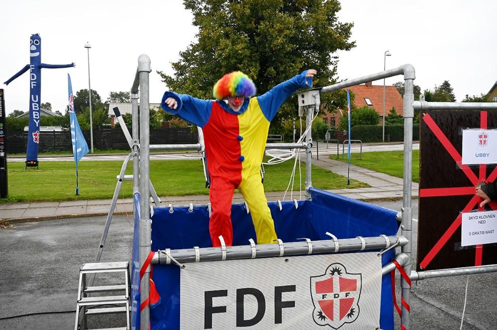 Hos FDF Ubby kunne man skyde klovnen ned samt høre mere om foreningen. Foto: Jens Nielsen