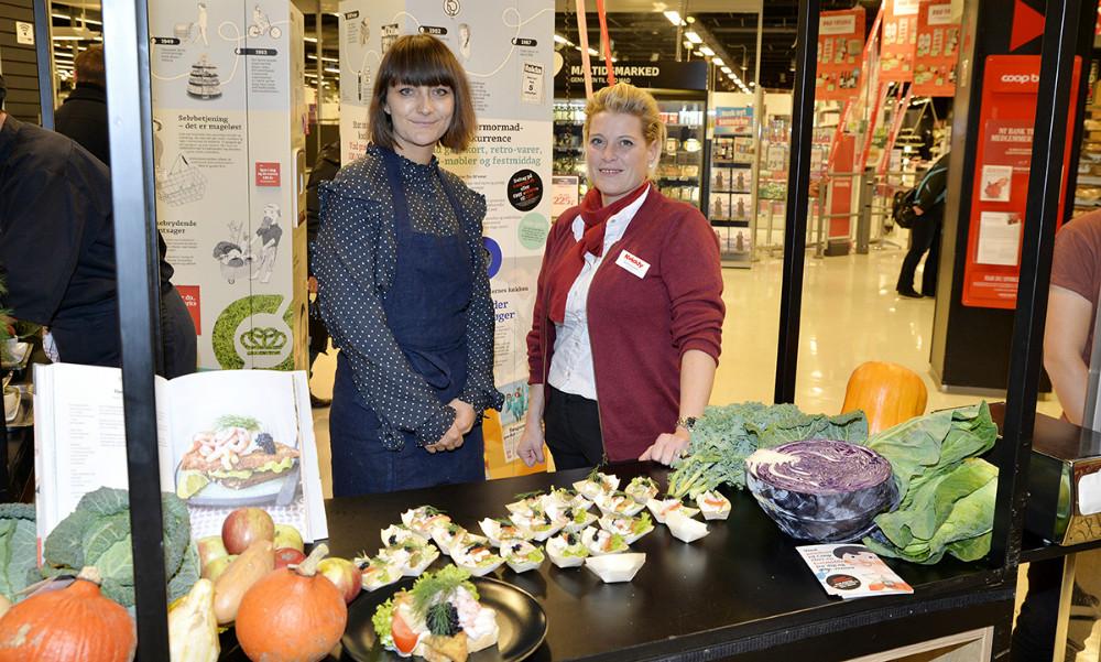 Ditte Ingemann sammen med varehuschef Kirsti Thygesen. Foto: Jens Nielsen