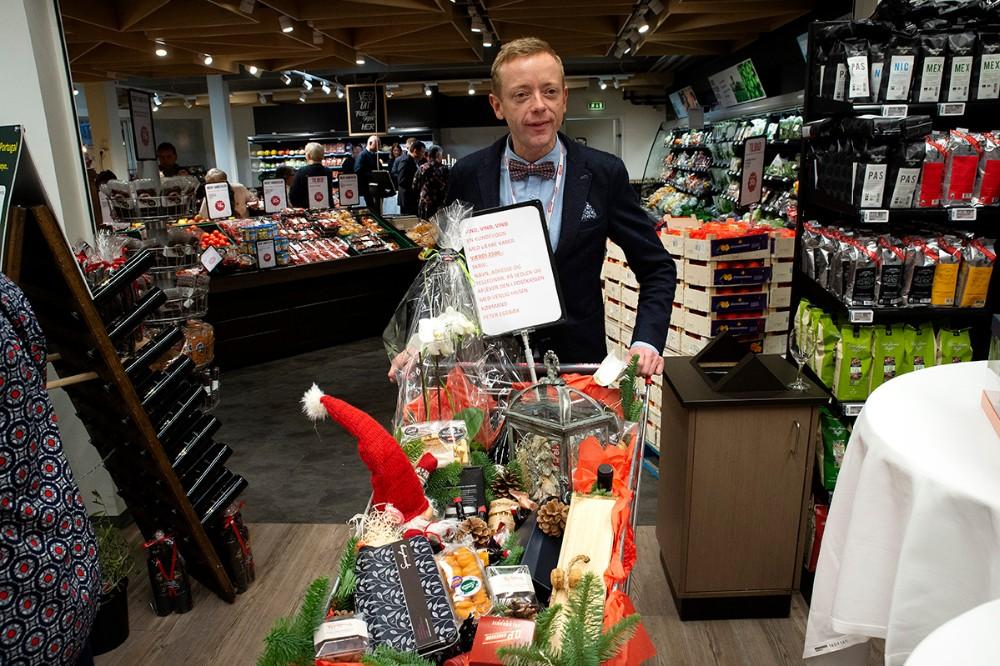 En heldig gæst gik hjem med en indkøbsvogn fuld af varer til en værdi af 2500 kr. Foto: Jens Nielsen