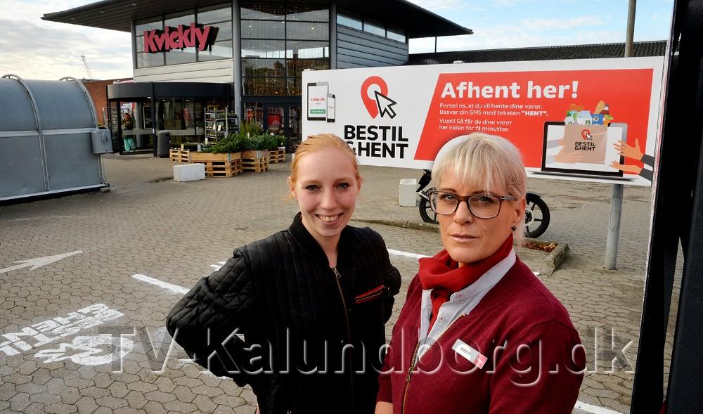 ´Online chef´ Silke Østfeldt og varehuschef Kirsti Thygesenved de to afhentningspladser på parkeringspladsen hos Kvickly. Foto: Jens Nielsen