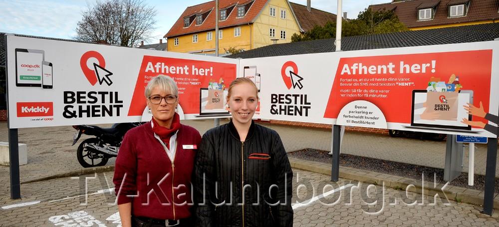 Varehuschef Kirsti Thygesen og ´online chef´ Silke Østfeldt ved de to afhentningspladser på parkeringspladsen hos Kvickly. Foto: Jens Nielsen