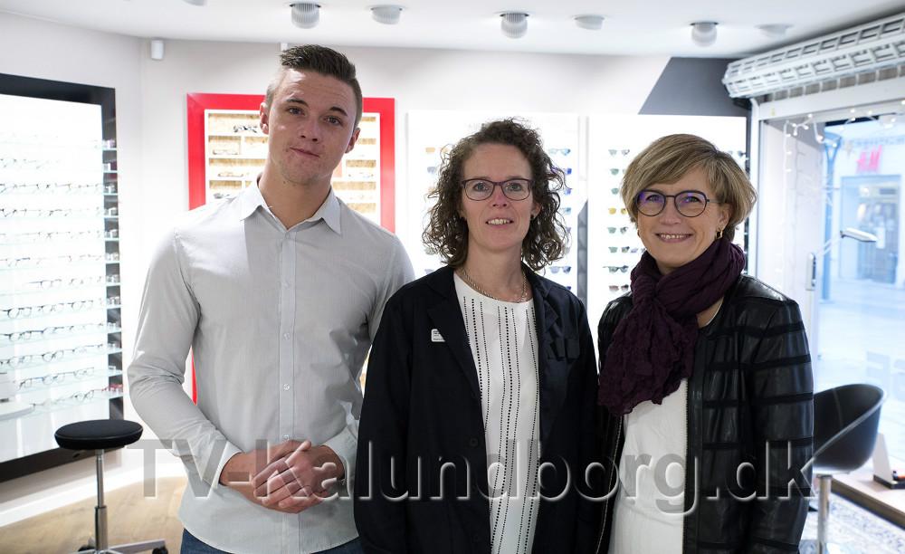 Fra venstre, Mikkel Green, Kirsten Tølbøll og Lonnie Bjørklund. Endvidere er Gitte Friis og Runa Leding ansat i forretningen. Foto: Jens Nielsen
