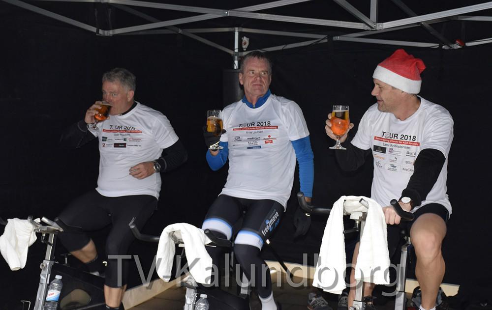 Der blev serveret fadøl fra Café La Viva til det cyklende folk. Foto: Gitte Korsgaard.