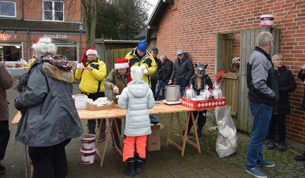Der var risalamande på Bytorvet i Gørlev søndag eftermiddag. Foto: Gitte Korsgaard.
