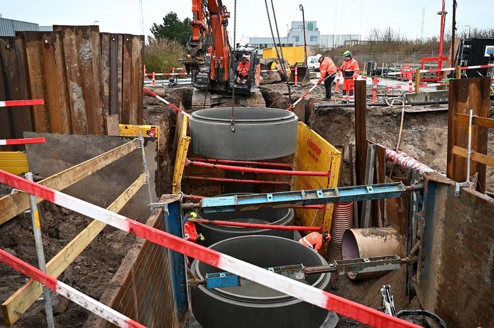 Hver bund på de nye brønde vejer 12 tons, mens hver brøndring vejer 4 tons. Foto: Jens Nielsen