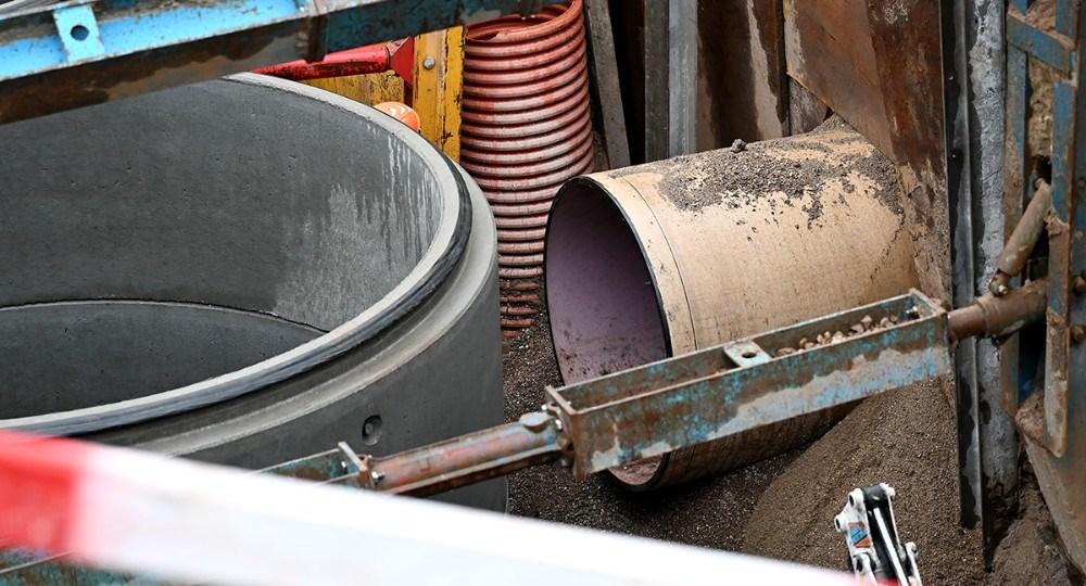 For at få de eksisterende rør til at passe ind i de nye brønde, skulle der bores huller på 130 cm. i diameter. Foto: Jens Nielsen