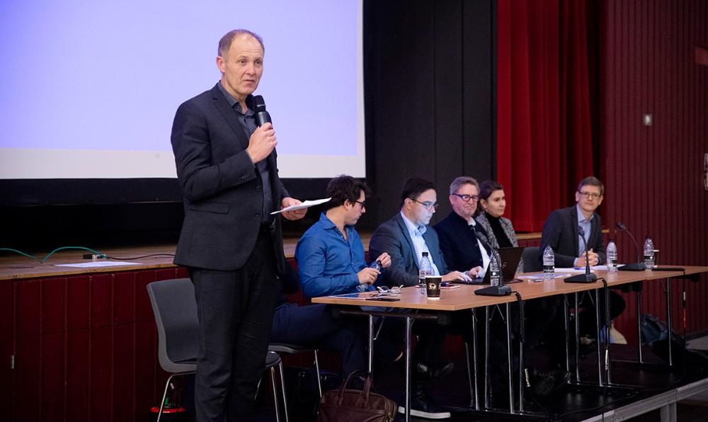 Borgmester Martin Damm høstede aftenens største bifald for kommunens modstand mod projektet. Foto: Jens Nielsen