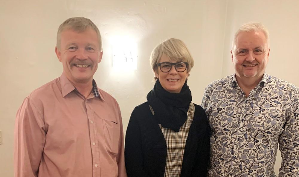Fra venstre, nyvalgt formand Frode C. Lund, Kommunalbestyrelsesmedlem Anita Winther og afgående formand Peter Joensen. Privatfoto