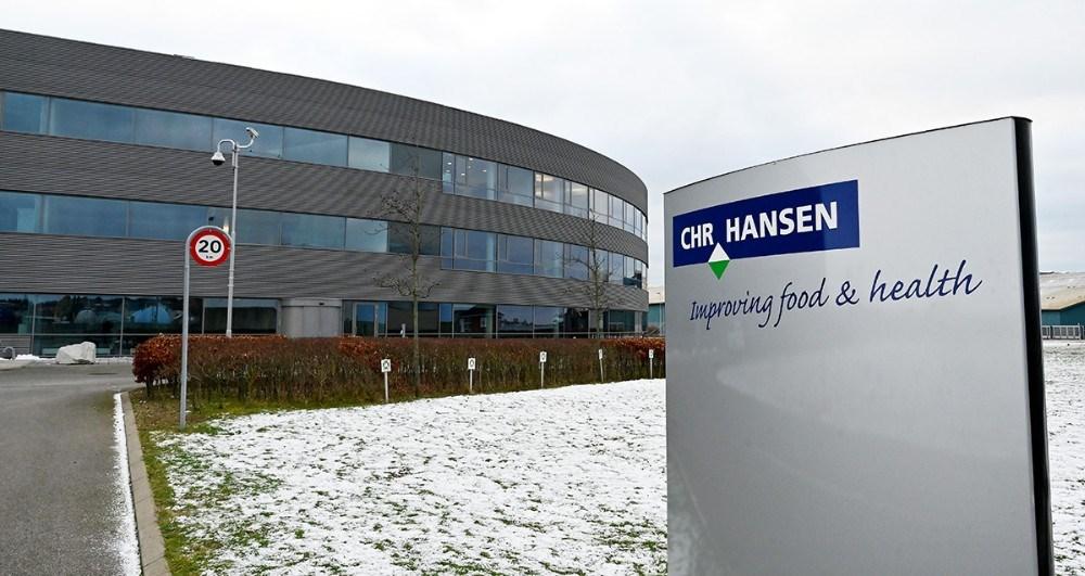 Chr. Hansen er rykket ind i Kalundborg og har fået deres logo på skiltet. Foto: Jens Nielsen