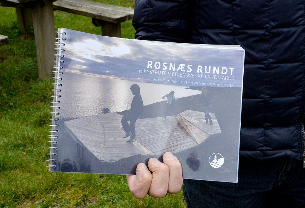 caféen sælger et skrift omkring hele Røsnæs Rundt projektet. Foto: Jens Nielsen