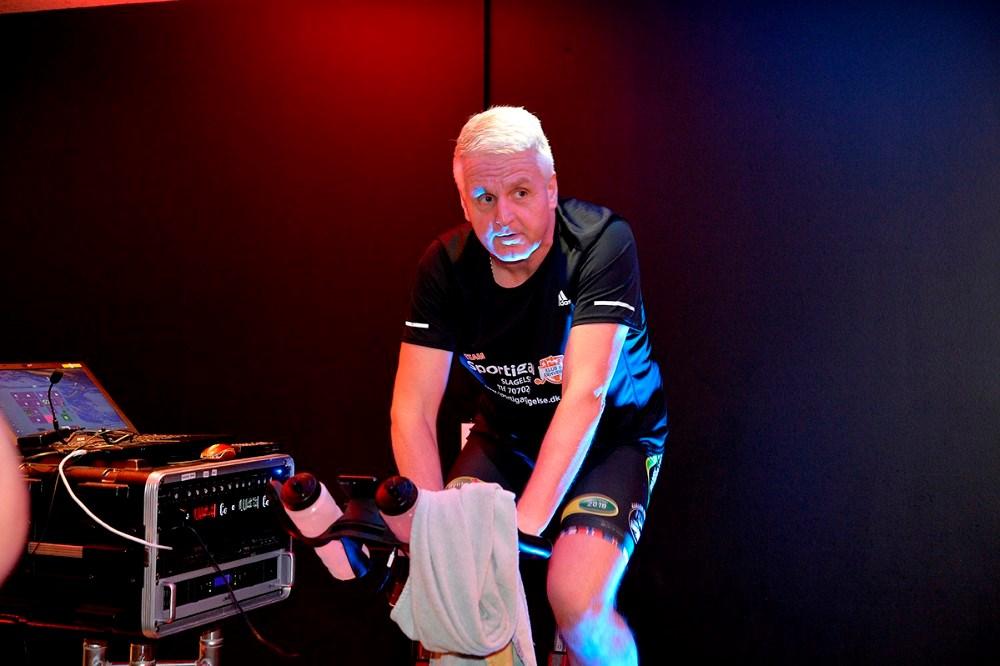 Niels Urban Hansen, holdkaptajn på Team Rynkeby Vestsjælland, var blandt instruktørerne, som piskede rytterne til at yde max. Foto: Jens Nielsen