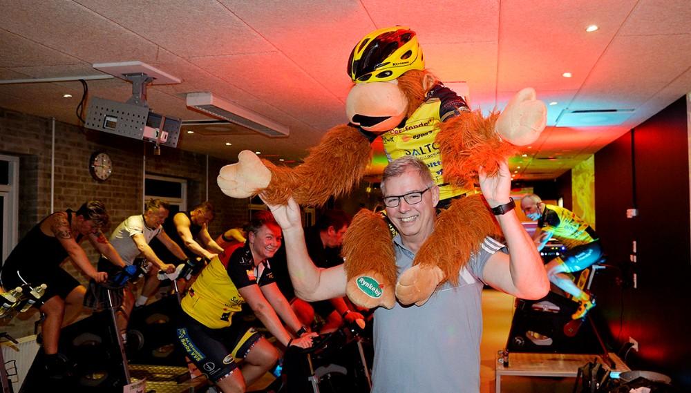 Michael Gransøe med holdets mascot, Rynke. Foto: Jens Nielsen