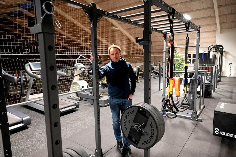 Gørlev Idrætsefterskole har brugt nedlukningen til at indrette et helt nyt motionsrum, her forstander Niels Skak Jensen. Foto: Jens Nielsen