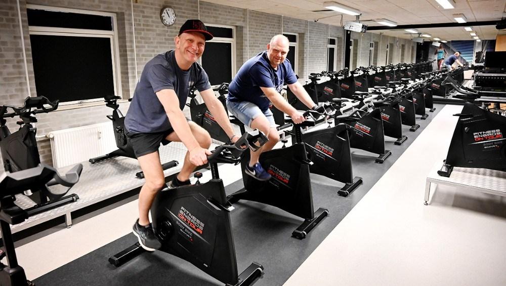 Thomas Saaby og Søren Lund Larsen Hansen prøver de nye spinningcykler. Foto: Jens Nielsen