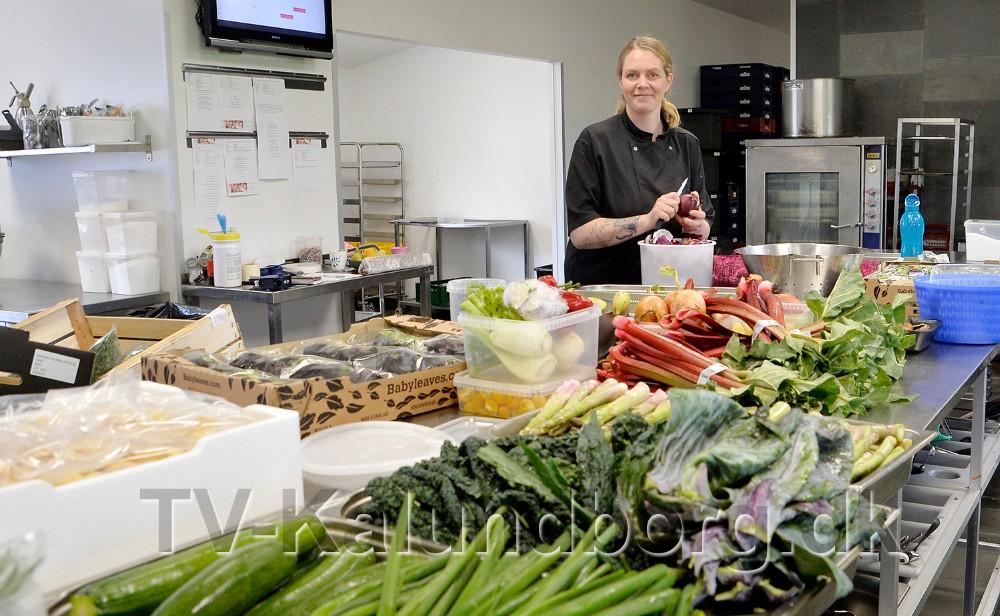 Mia Reesen i sit nye store industrikøkken i Kærby. Foto: Jens Nielsen