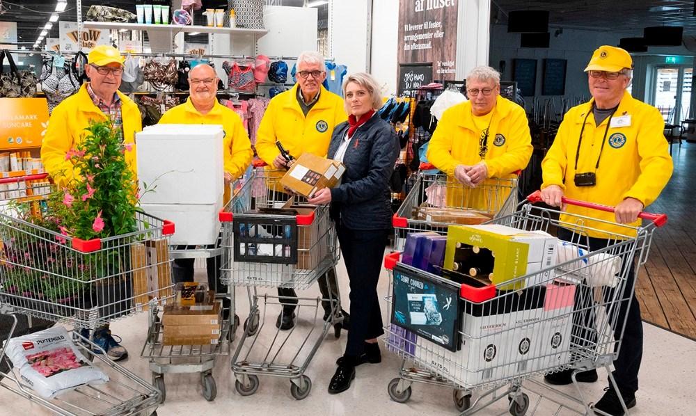 Fra venstre, Svend Olesen, John Kildegaard, Flemming Larsen, varehuschef Kirsti Thygesen, Hans-Henrik Nielsen og Helge Rasmussen. Foto: Jens Nielsen