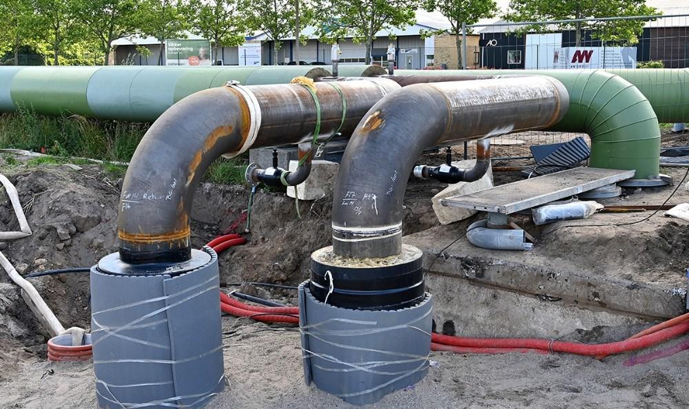 Et stykke af de store fjernvarmerør er blevet udskiftet i forbindelse med nedlukningen. Kl. 5 torsdag morgen blev de sidste svejsninger godkendt. Foto: Jens Nielsen