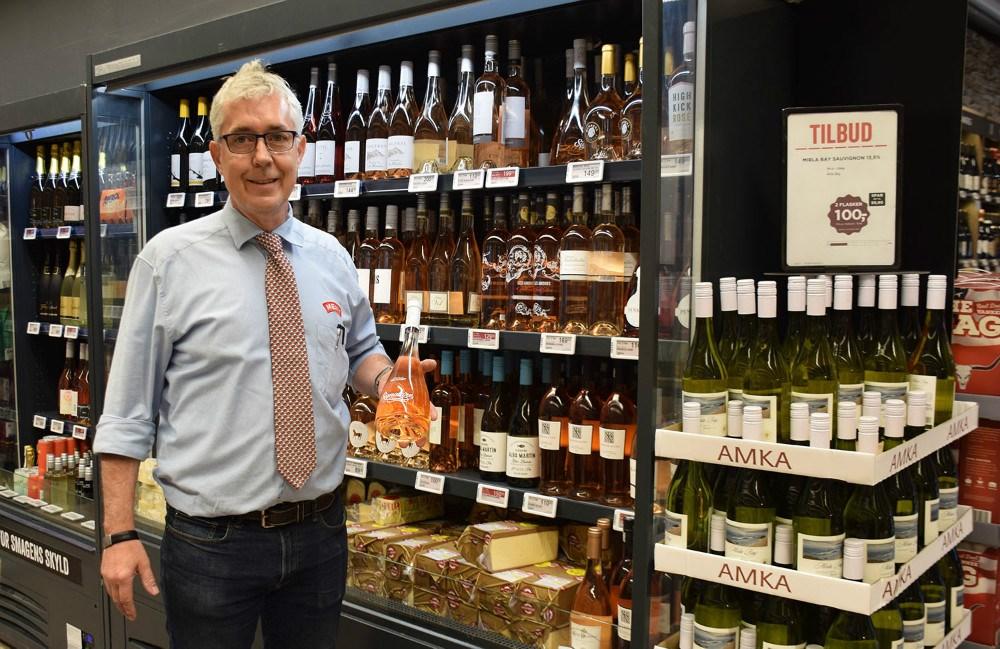 Ole Lykke, der er vinmand i Meny Kalundborg, sælger meget rosévin for tiden. Foto: Gitte Korsgaard.