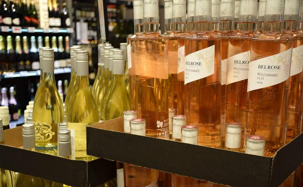 Der er stort udvalg af rosé i Meny i Kalundborg, hvor salget er fordoblet denne sommer. Foto: Gitte Korsgaard.