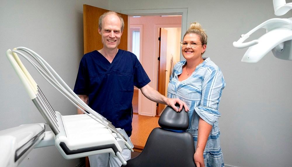 Tandlæge Keld Offersen og klinikassistent Rikke Bülow er klar til de første patienter på mandag. Foto: Jens Nielsen